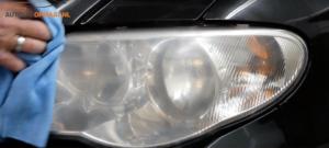 Koplamp van je auto polijsten: fijn nat schuren met P2500
