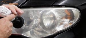 Lamp auto na schuren met P3000 op boormachine